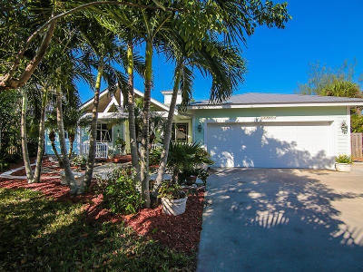 Jensen Beach Single Family Home For Sale: 2305 NE Center Circle