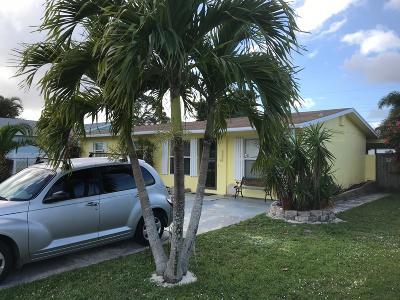 Stuart FL Single Family Home For Sale: $209,000