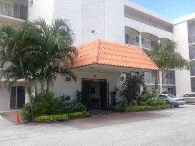 North Palm Beach Condo For Sale: 29 Yacht Club Drive #405