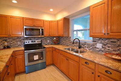 Stuart FL Single Family Home For Sale: $218,000