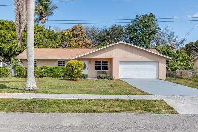 Delray Beach Single Family Home For Sale: 525 Davis Road