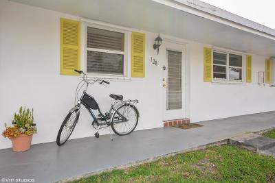 boynton beach Single Family Home Contingent: 200 SW Golfview Terrace #128