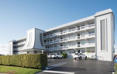 North Palm Beach Condo For Sale: 155 Yacht Club Drive #404