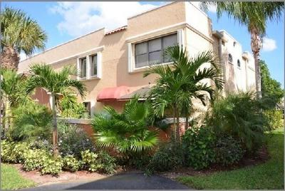 Juno Beach Townhouse For Sale: 89 Uno Lago Drive