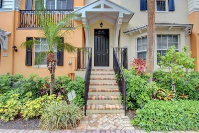 Delray Beach Townhouse For Sale: 359 E Mallory Circle