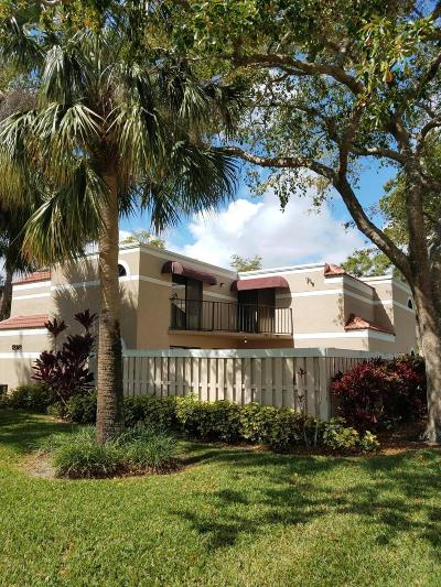 Delray Beach FL Townhouse For Sale: $149,000