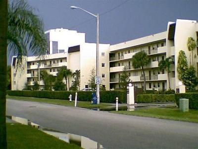 West Palm Beach Condo Sold: 1638 Embassy Drive #107