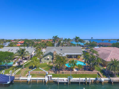 North Palm Beach Single Family Home For Sale: 120 Anchorage Drive S