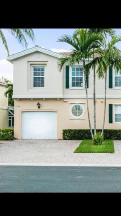 Palm Beach Gardens Townhouse For Sale: 237 Fortuna Drive