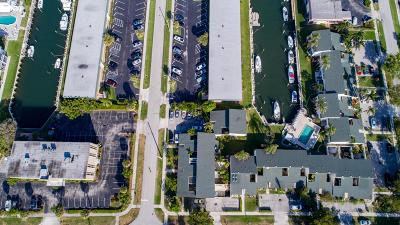 North Palm Beach Townhouse For Sale: 132 Wettaw Lane #116