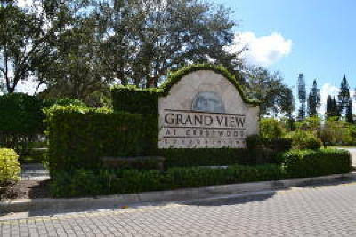 Royal Palm Beach Condo For Sale: 1300 Crestwood Ct S #1319