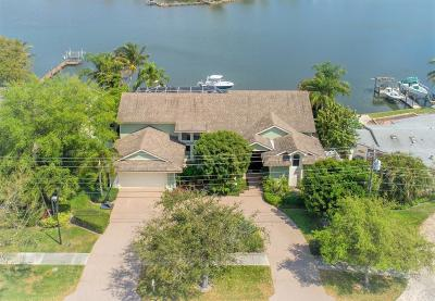 Tequesta Single Family Home For Sale: 228 Country Club Drive