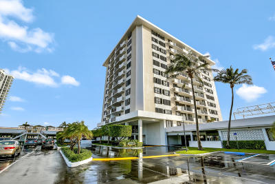 North Palm Beach Condo For Sale: 1208 Marine Way #302