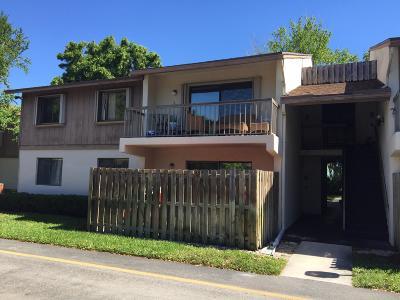 Palm Beach Gardens Condo Contingent: 3402 Gardens East Drive #8b