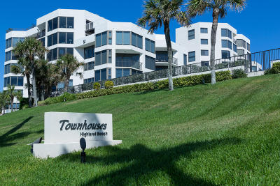 Highland Beach Townhouse For Sale: 2575 S Ocean Boulevard #105s
