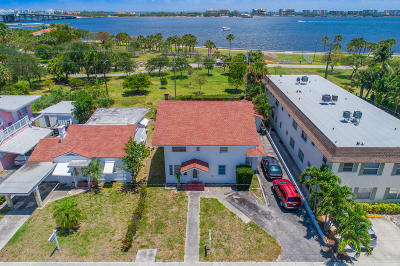 Lake Worth Single Family Home For Sale: 226 S Lakeside Drive
