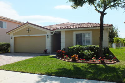 Port Saint Lucie Single Family Home Contingent: 1902 SW Newport Isles Boulevard