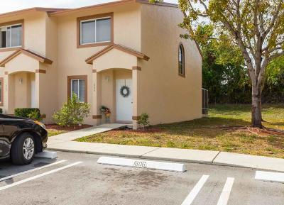 Royal Palm Beach Townhouse Contingent: 1808 Lakeview Drive W