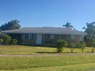 Port Saint Lucie Single Family Home Contingent: 158 SE Entrada Avenue
