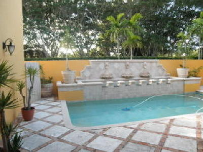 West Palm Beach Single Family Home For Sale: 8163 Lakeview Drive