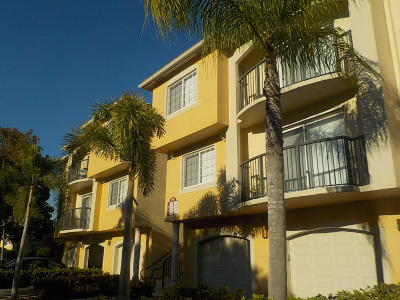 Royal Palm Beach Condo For Sale: 800 Crestwood Court S #805