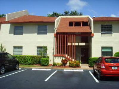 Delray Beach Condo For Sale: 14797 Cumberland Drive #1040