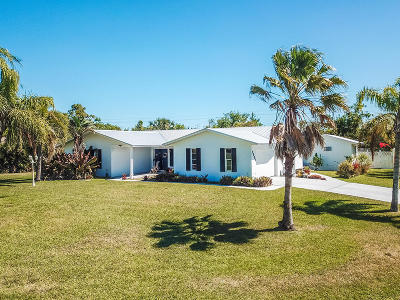 Jensen Beach Single Family Home For Sale: 2803 NE Yorkshire Lane