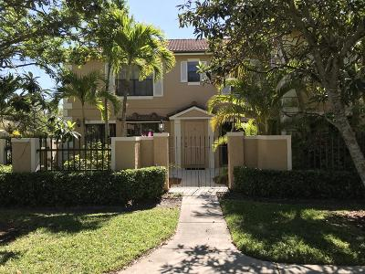 Palm Beach Gardens Townhouse For Sale: 358 Prestwick Circle #1