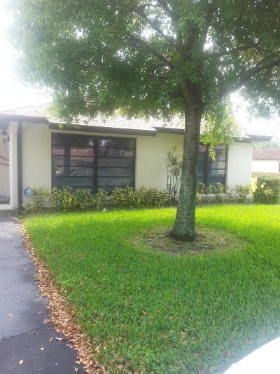 Boynton Beach Condo For Sale: 4972 Equestrian Circle #B