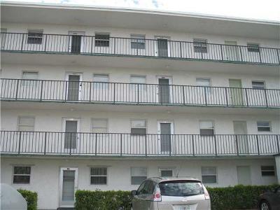 Palm Springs Condo For Sale: 725 Lori Drive #212