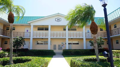 Boynton Beach Condo For Sale: 18 Colonial Club Drive #104