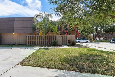 Palm Beach Gardens FL Townhouse For Sale: $214,900
