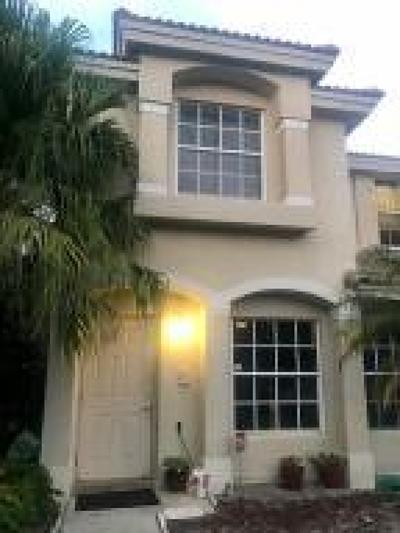 West Palm Beach Townhouse For Sale: 975 Summit Lakes Drive