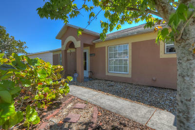 Port Saint Lucie Single Family Home For Sale: 572 SE Karrigan Terrace