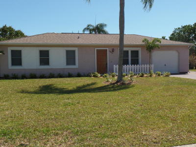 Port Saint Lucie Single Family Home For Sale: 1525 SE Arenson Lane