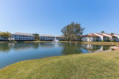 Palm Beach Gardens Condo Contingent: 216 Cypress Point Drive #216