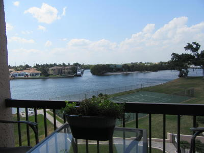 North Palm Beach Condo For Sale: 364 Golfview Road #404