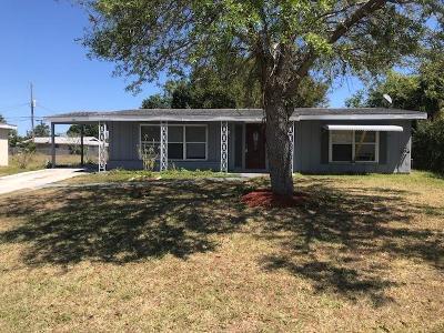 Port Saint Lucie Single Family Home For Sale: 745 SE Airoso Boulevard