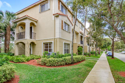 Delray Beach FL Townhouse Contingent: $299,000