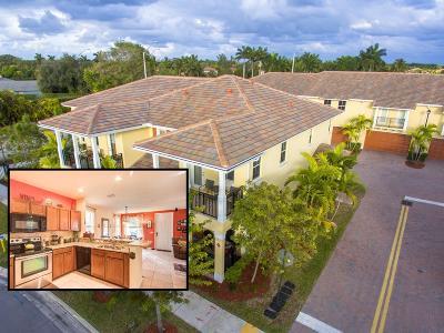 Coconut Creek Townhouse For Sale: 4792 Monarch Way