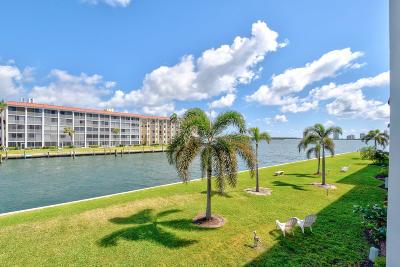 North Palm Beach Condo For Sale: 111 Shore Court #206