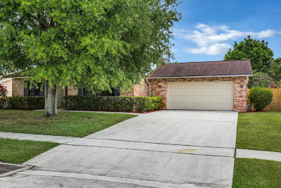 Royal Palm Beach Single Family Home For Sale: 153 Dove Circle