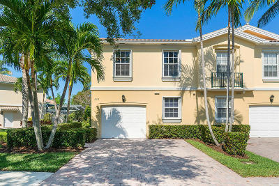 Palm Beach Gardens Townhouse For Sale: 233 Fortuna Drive