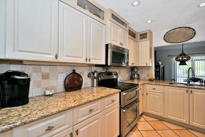 Coral Springs Townhouse For Sale: 1692 Cypress Pointe Drive #1692