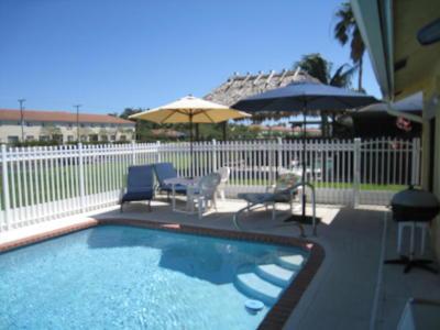 Boynton Beach Single Family Home For Sale: 51 Vista Del Rio