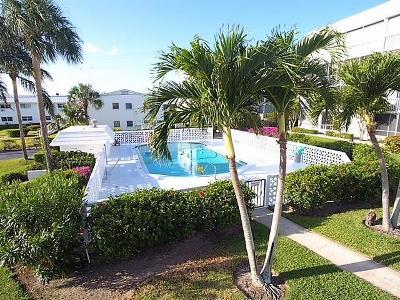 North Palm Beach Condo For Sale: 907 Marina Drive #205