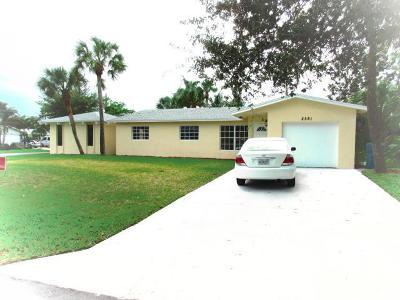 Boynton Beach Single Family Home For Sale: 2581 SW 10th Court