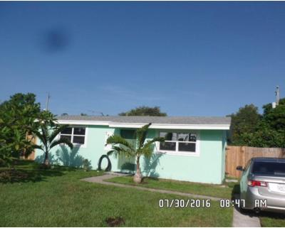 Royal Palm Beach Single Family Home For Sale: 749 Camellia Drive