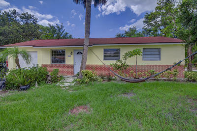 Jupiter Single Family Home For Sale: 401 Loxahatchee Drive