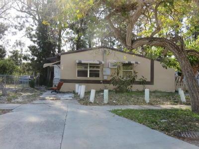West Palm Beach Single Family Home For Sale: 5617 Pinewood Avenue